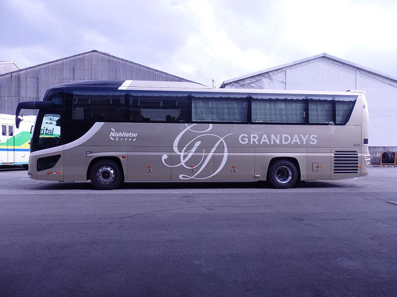 西鉄のラグジュアリアリーバス【GRANDAYS】の外観